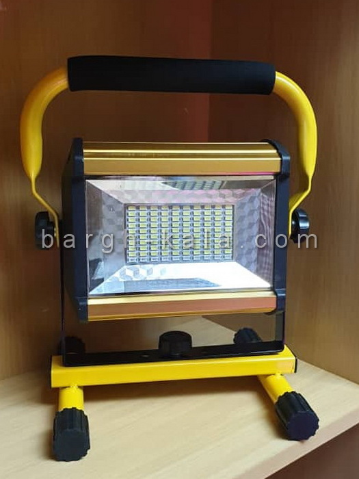 پروژکتور شارژی پرتابل 100W با باطری قابل شارژ ۲ تا ۴ ساعت نوردهی و کلید تنظیم شدت نور و فلاشر .